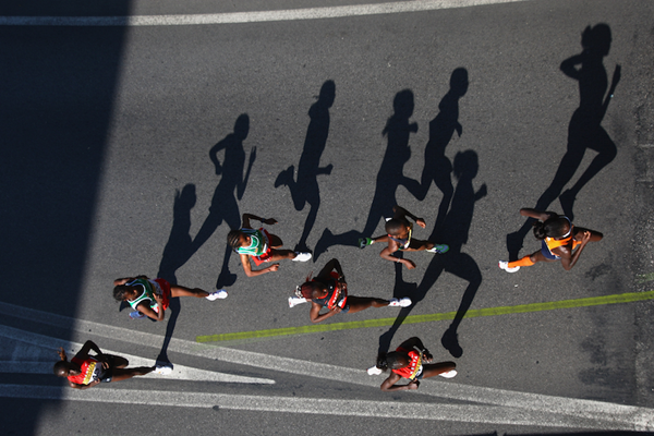 Lornah Kiplagat leads the field at the 2007 IAAF World Road Running Championships in Udine (Getty Images)