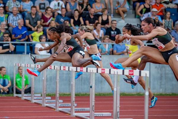 Brianna McNeal en route to her 12.44 win in Lucerne (organisers)