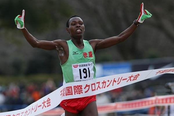 Big win for high schooler Bedan Karoki in 2010 Chiba cross senior race (Yohei Kamiyama (Agence Shot))