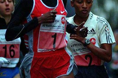 Adere (1), Melkamu (2) and Tisi (16) in 2003 Boclassic Silvesterlauf (Lorenzo Sampaolo)