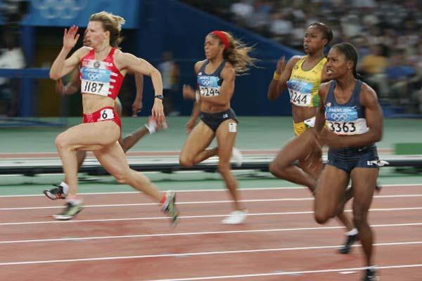 Yuliya Nesterenko of Belarus edges Lauryn Williams of the US to take the 100m gold in Athens (Getty Images)