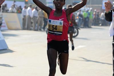 Bizunesh Urgesa takes the Mumbai Marathon title (Photorun)