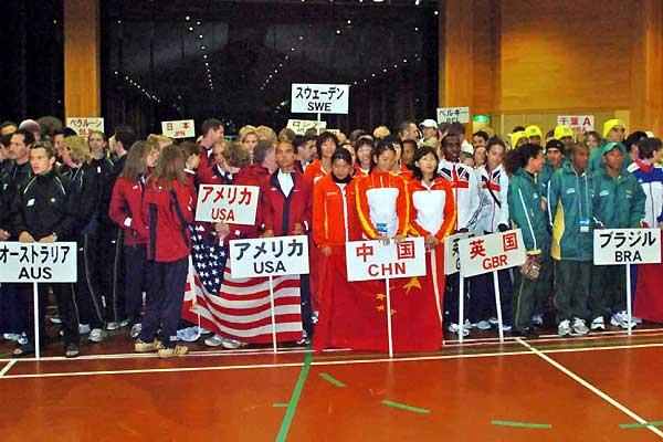 General view of teams assembled for 2005 Chiba Ekiden (Hasse Sjogren)