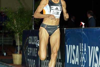 Regina Jacobs running in her World 1500m record race in Boston (Victah Sailer)