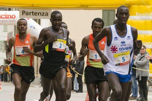 Kiprop Limo leading the 2013 Media Blenio 10km from Imane Merga and Thomas Longosiwa  (Organisers - Daniela Salmina)
