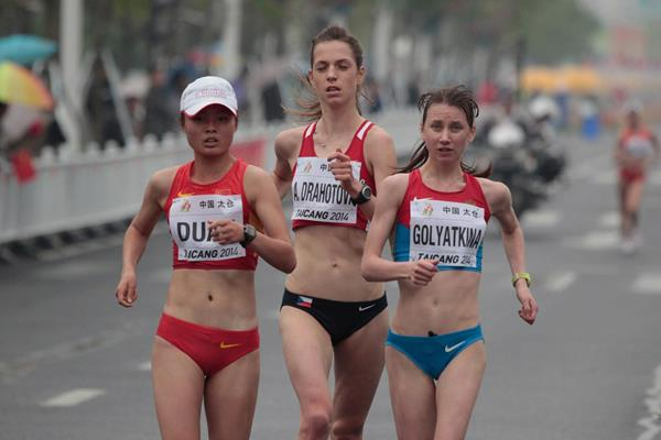 Duan Dandan leads from Oxana Golyatkina and Anezka Drahotova in the junior women's 10km at the 2014 IAAF World Race Walking Cup in Taicang (Getty Images)
