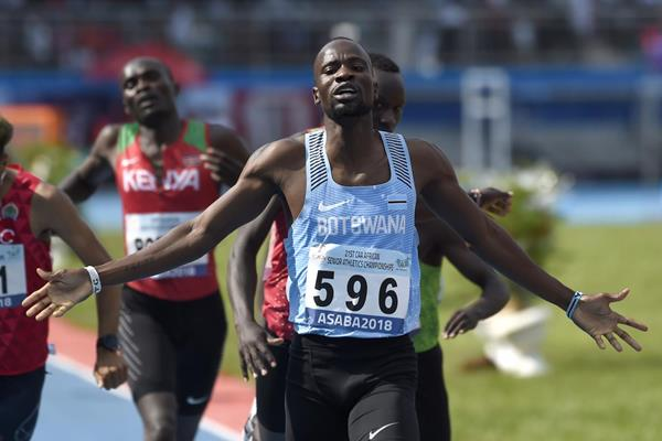 Nijel Amos successfully defends his African 80m title in Asaba (AFP/Getty Images)