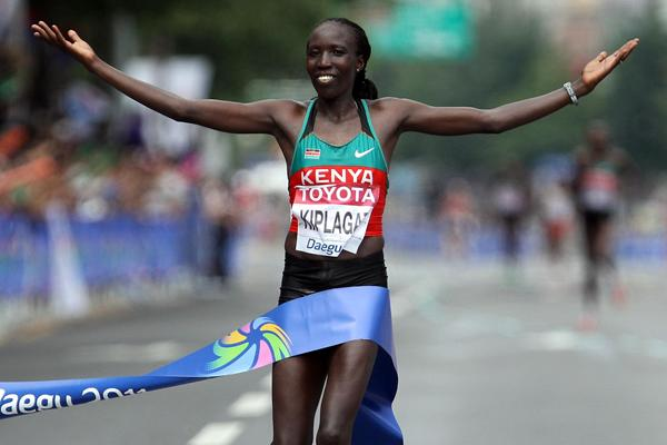 Edna Kiplagat triumphs in Daegu (Getty Images)