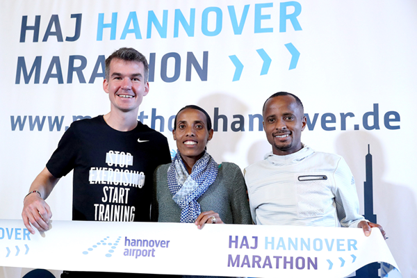 Arne Gabius, Fate Tola and Lusapho April ahead of the Hannover Marathon (Victah Sailer / organisers)