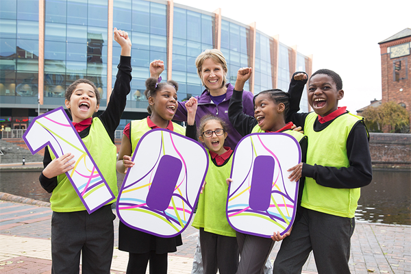 Katharine Merry with local school children to mark 100 days to go until the IAAF World Indoor Championships Birmingham 2018 (LOC)