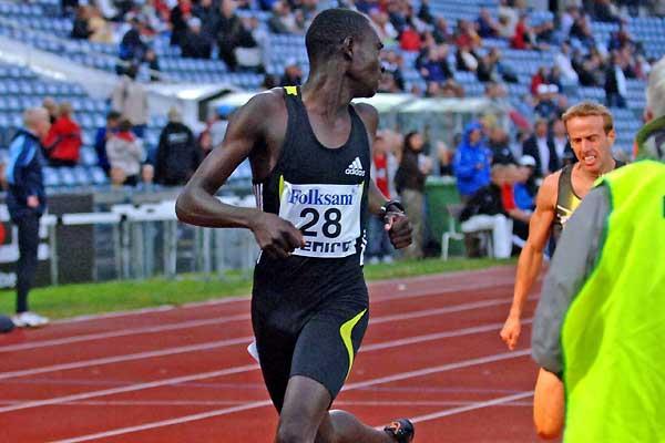 David Rudisha (KEN) wins 800m, and looks back to see Webb and Heshko in his wake in Malmö (Hasse Sjögren)