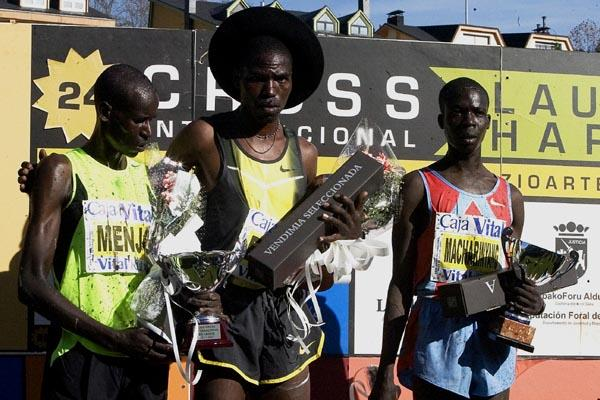 The Llodio podium: Kiprono Menjo (l), Joseph Ebuya and Hosea Macharinyang (José Montes)
