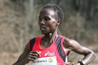Edith Masai  en route to her 1:07:16 victory in the 2006 Berlin Half Marathon (Victah Sailer)