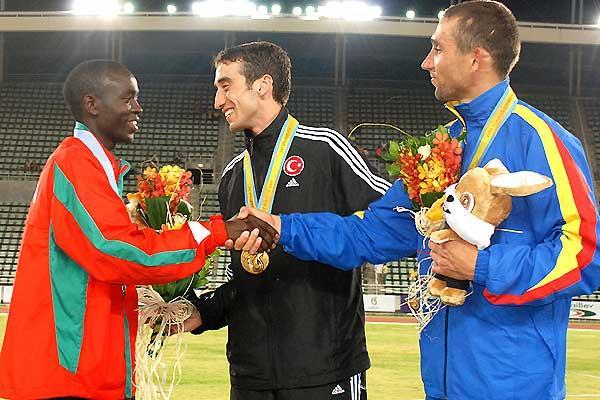 Halil Akkas of Turkey on the medal podium in Bangkok (Christian Pierre / FISU)