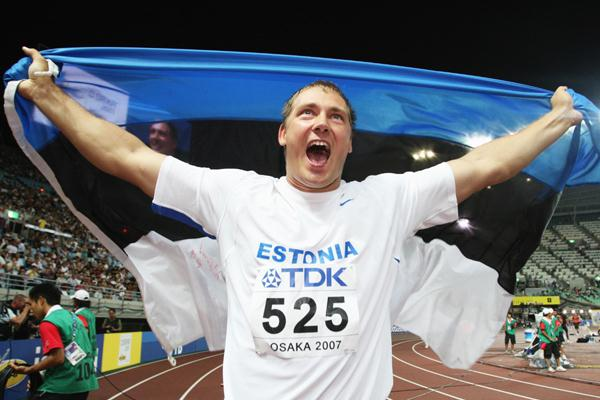 Gerd Kanter of Estonia celebrates winning the Men's Discus Throw Final (Getty Images)