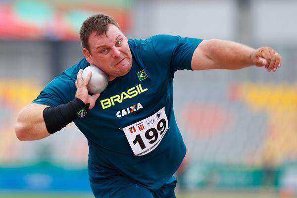 Shot put winner Darlan Romani at the South American Championships in Lima (Oscar Muñoz Badilla)