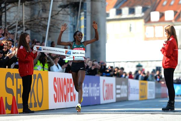 Gladys Cherono wins the 2014 world half marathon title in Copenhagen (Getty Images)