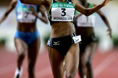 Meseret Defar of Ethiopia celebrates winning the 5000m at the World Athletics Final (Getty Images)
