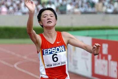 Sun Yingjie triumphant (Prakash Singh (AFP) for the IAAF)