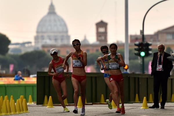 Liu Hong leads the 20km at the IAAF World Race Walking Team Championships Rome 2016 (Getty Images)