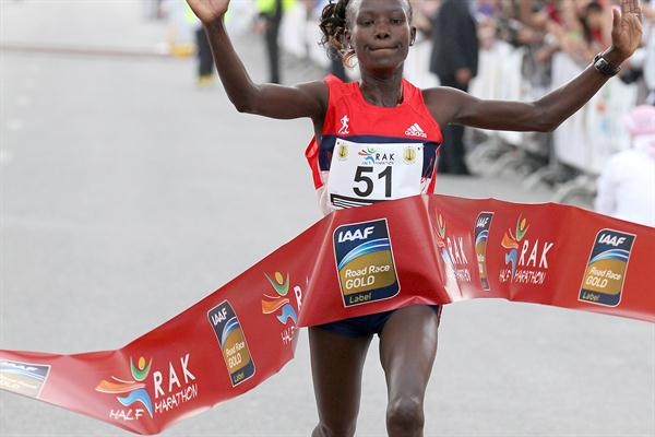 Mary Keitany celebrates winning the RAK Half Marathon (Victah Sailer)