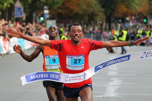 Tebalu Zawude out-kicks Charles Ogari to win the Paris 20km (Organisers)