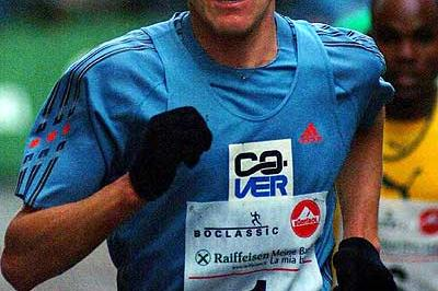 Sergiy Lebid running in the 2003 Boclassic Silvesterlauf in Bolzano (Lorenzo Sampaolo)