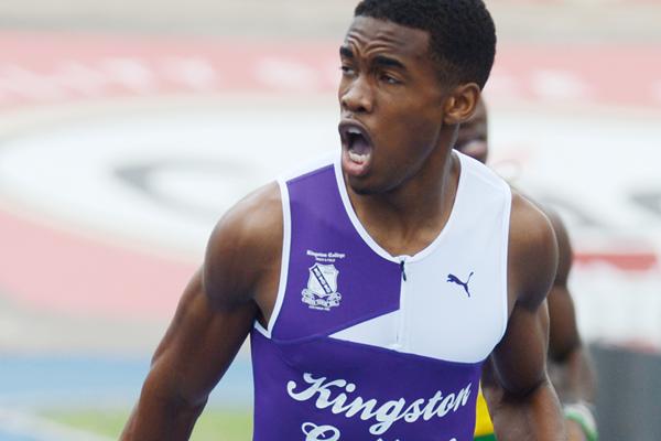 Akeem Bloomfield wins the 400m (Collin Reid)