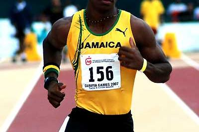 Yohan Blake running at the 2007 Carifta Games (Anthony Foster)