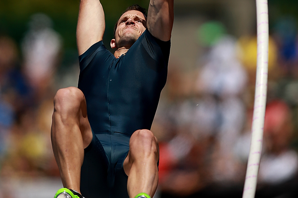 Renaud Lavillenie in the pole vault at the IAAF Diamond League meeting in Eugene (Getty Images)