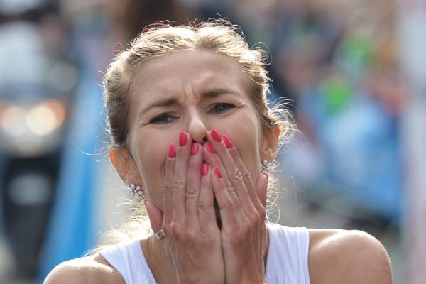 Iwona Lewandowska after winning at the 2014 De Lage Landen Marathon Eindhoven (organisers / Erik van Leeuwen)