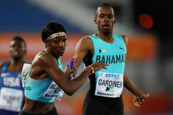 Steven Gardiner and Shaunae Miller-Uibo during the mixed 4x400m at the IAAF/BTC World Relays Bahamas 2017  (Getty Images)