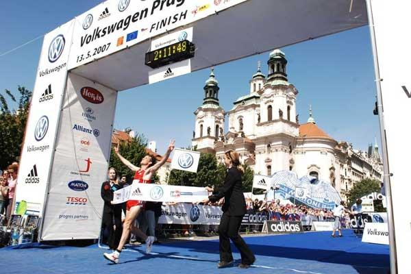 Hélder Ornelas wins the Volkswagen Marathon Prague (loc)