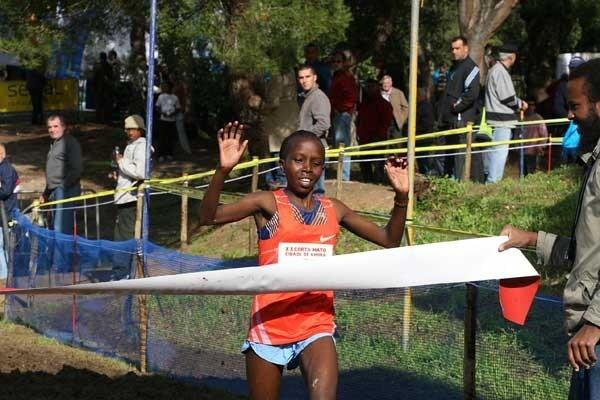 Milka Jerotich takes the honours at the 2009 Amora International XC (Marcelino Almeida)