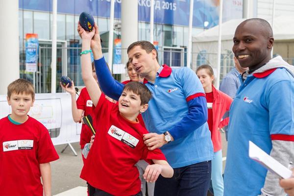 Yuriy Borzakovskiy at the IAAF / Nestlé Kids' Athletics event in Sochi (Getty Images)