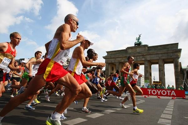 Athletes start the men's Marathon at the Brandenburg Gate in Berlin during the 12th IAAF World Championships in Athletics (Getty Images)
