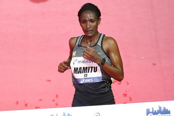 Mamitu Daska winning the Frankfurt Marathon (Victah Sailer / organisers)