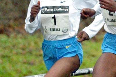 Etalemahu Kidane en route to her win at the 2006 Belfast Cross Country (Mark Shearman)