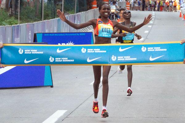 Hilda Kibet outdashes Catherine Ndereba in New York (Courtesy of New York Road Runners)