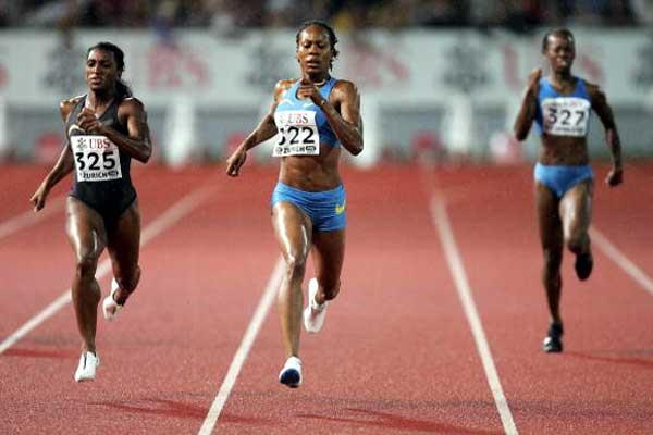 Sanya Richards defeats Tonique Williams-Darling in Zurich (Getty Images)