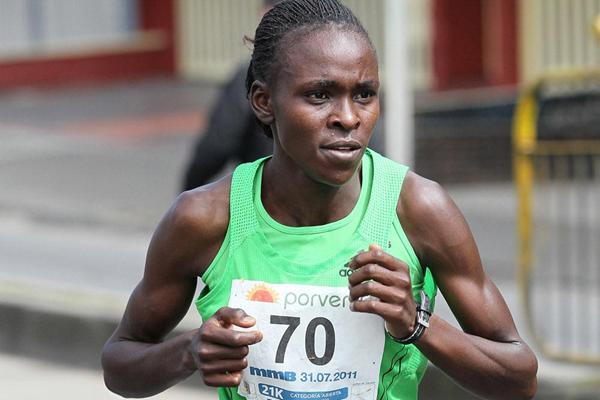Joyce Chepkirui en route to a sizeable victory in the Bogota Half Marathon (Victah Sailer)