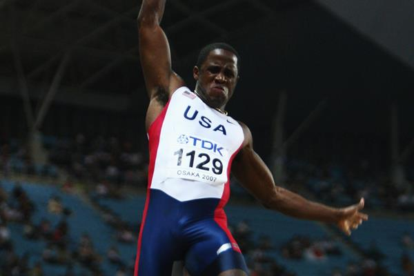 Dwight Phillips at the 2007 World Championships in Osaka (Getty Images)