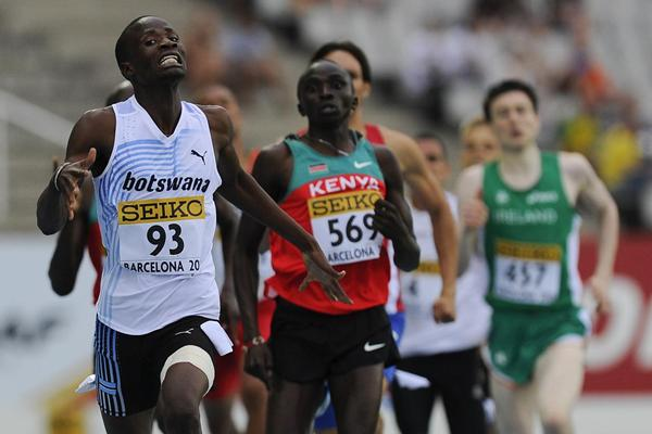 Nijel Amos of Botswana goes to win ahead Timothy Kitum of Kenya in the Men's 800 metres Final on day six of the 14th IAAF World Junior Championships in Barcelona on 15 July 2012 (Getty Images)