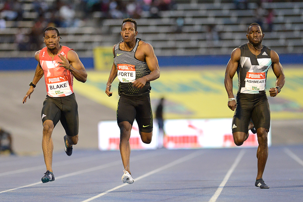 Yohan Blake wins the 200m at the Jamaican Championships (AFP / Getty Images)