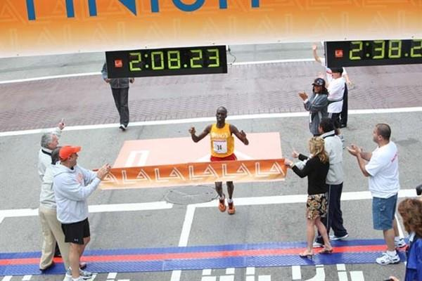 Wesley Korir wins the 2009 Los Angeles Marathon (organisers)