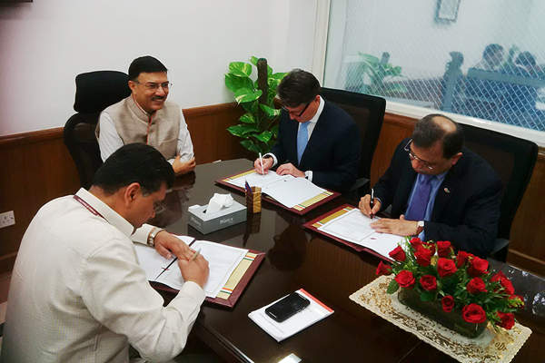 IAAF President Seb Coe signs an expression of intent with the Sports Authority of India for the establishment of a national centre of excellence for athletics (AFI)