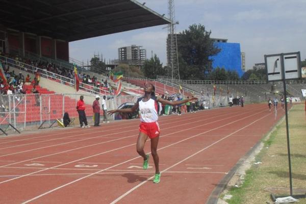 Senbere Teferi winning the 3000m at the 2013 Ethiopian Junior Championships (Bizuayehu Wagaw)