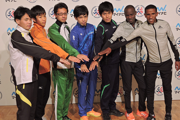 Athletes at the press conference ahead of the Fukuoka Marathon (Ken Nakamura)