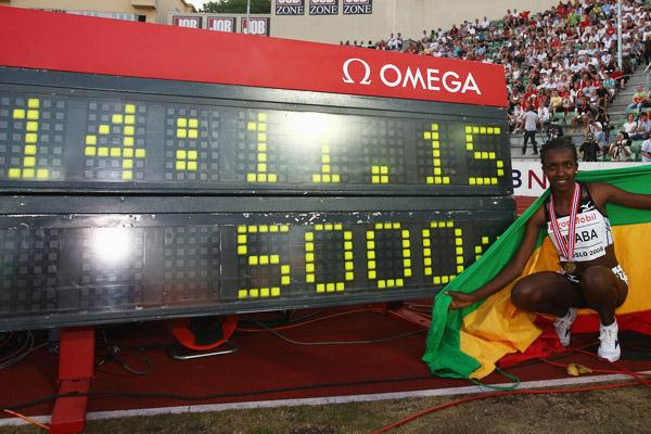 Tirunesh Dibaba with her world record figures (Getty Images)