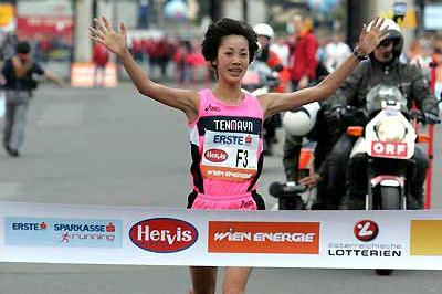 22-year-old Tomo Morimoto takes the women's win - Vienna Marathon (Victah Sailer)